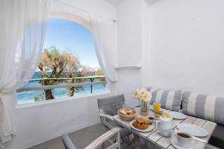apartment with sea view to kyma balcony
