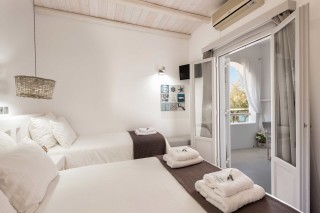 apartment with sea view to kyma room
