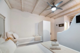 partial sea view studio to kyma beds