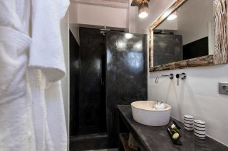 two bedroom apartments sea view to kyma shower