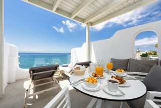 blue-waves-suites-paros